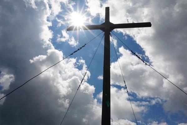 Nur kurz kamen wir in den Genuß der Sonne beim Gipfelkreuz am Bösen Weibele. Bald darauf begann es leicht zu regnen.