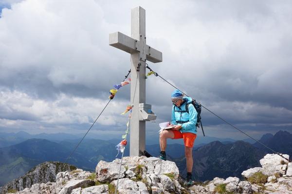 Am Lugauer-Hauptgipfel beim Gipfelkreuz