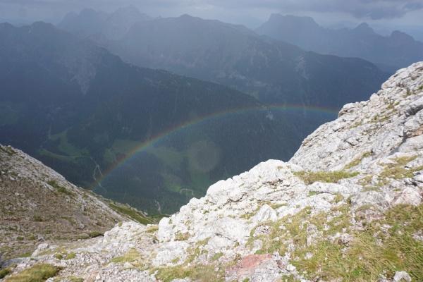 Ein Regenbogen in einer kurzen Regenpause