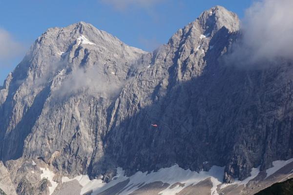 Hubschrauber-Lärm stört zunächst noch die Stille der Berge