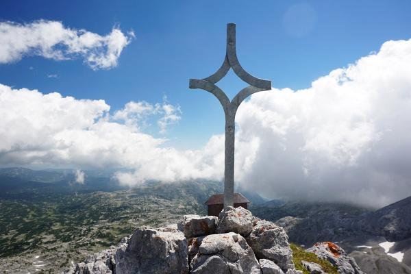 Am Gipfel des Landfriedstein gibt es jetzt ein Gipfelkreuz.