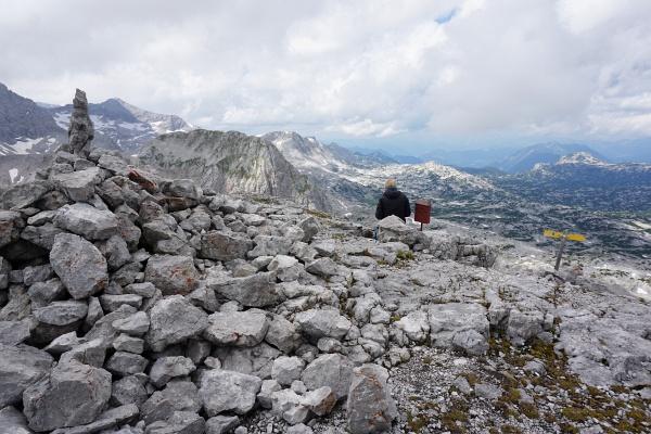 Beim Gipfelbuch am Eselstein - links der Landfriedstein