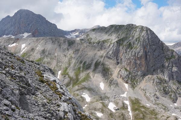 Beim Aufstieg auf den Eselstein: Blick auf unsere Abstiegsroute vom Landfriedstein - ca. in Bildmitte