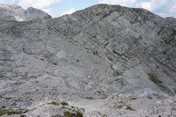 Aufstiegsroute auf den Plattenkogel im linken Bildbereich über die Schotterfelder