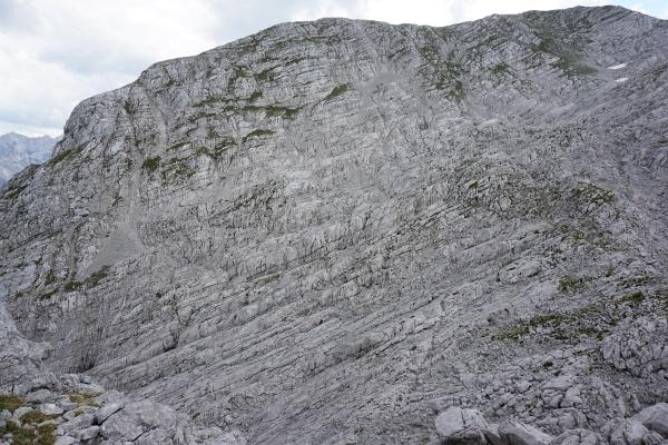 Über die Drei Schneiden nach Osten. Meine Abstiegsroute verläuft im linken Bildbereich.