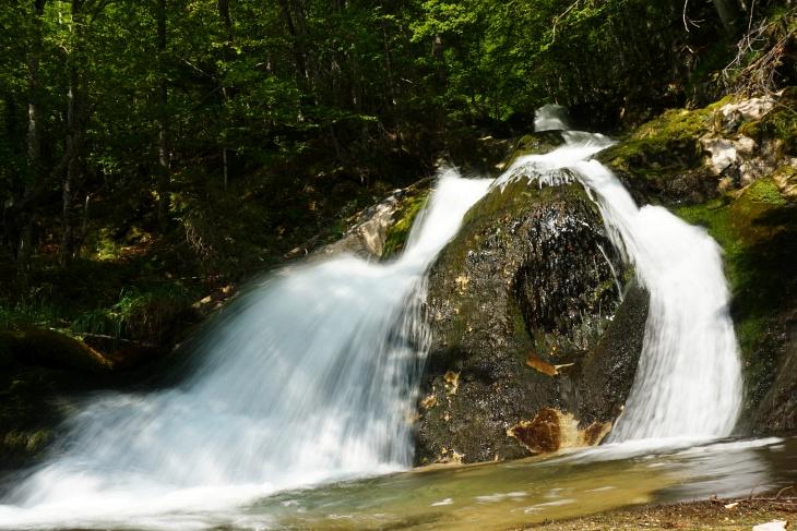 In der Nähe der Einmündung des Wasserfalls in den Toplitzsee. In die andere Richtung konnte ich gerade nicht fotografieren ;-)