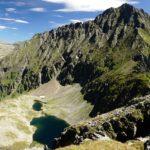 Abstieg zum Kapuzinersee. Darüber das Waldhorn.