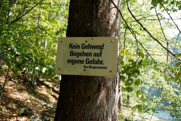 Warnung - Trittsicherheit erforderlich!
