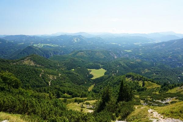 Weiter östlich und nördlich liegen kaum mehr nennenswerte Berge.