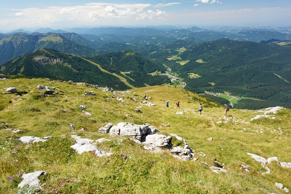 """Viele Besucher am Ötscher auf Grund der einfachen """"Aufstiegsmöglichkeit"""" mit dem Sessellift"""