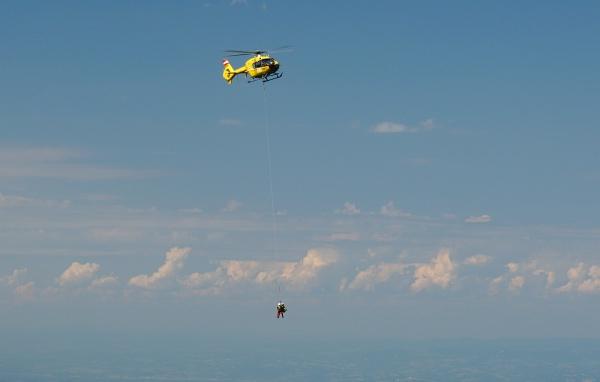 Verletztenbergung mit dem Hubschrauber