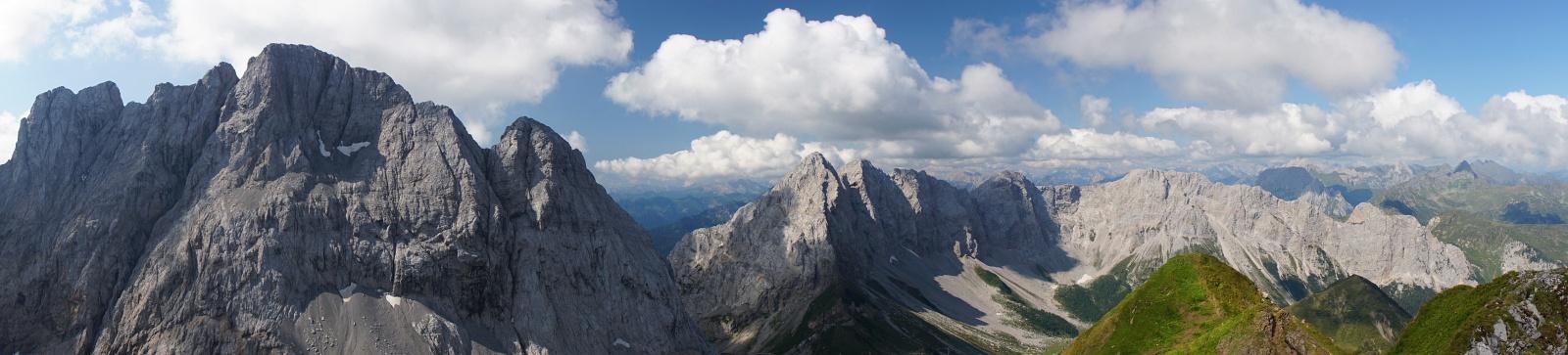 Panoramablick vom Rauchkofel über die Gipfelparade um den Wolayer See. (Klick zur Vergrößerung).