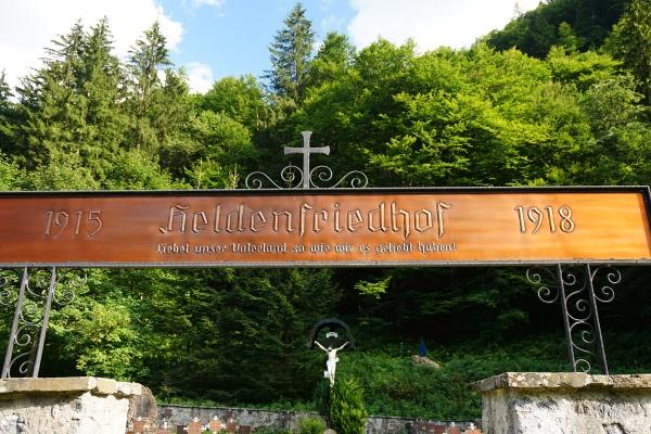 Heldenfriedhof. Traurige Erinnerung an schreckliche Zeiten.