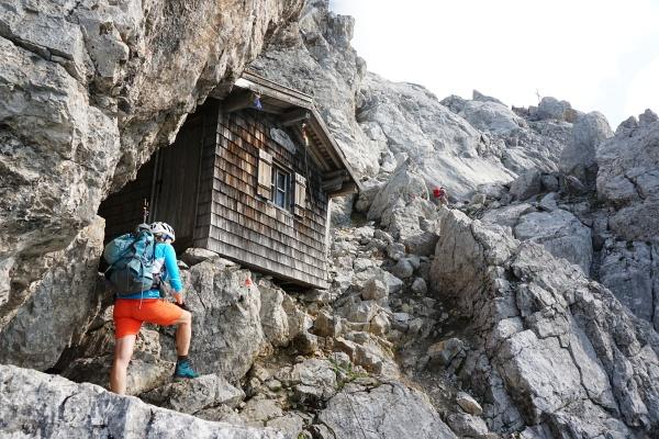 Von der Babenstuberhütte sind es nur noch wenige Minuten bis zum Gipfelkreuz auf der Ellmauer Halt.
