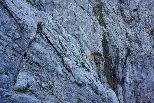 Die einfachste Route ist perfekt mit roten Punkten markiert.