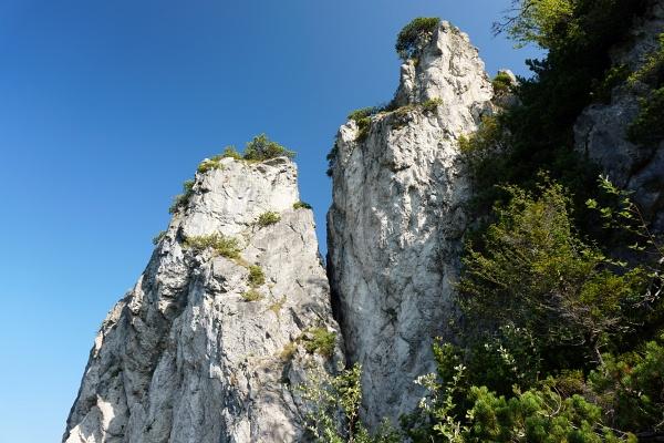 Auf blau markiertem Steiglein zu eindrucksvollen Felsformationen