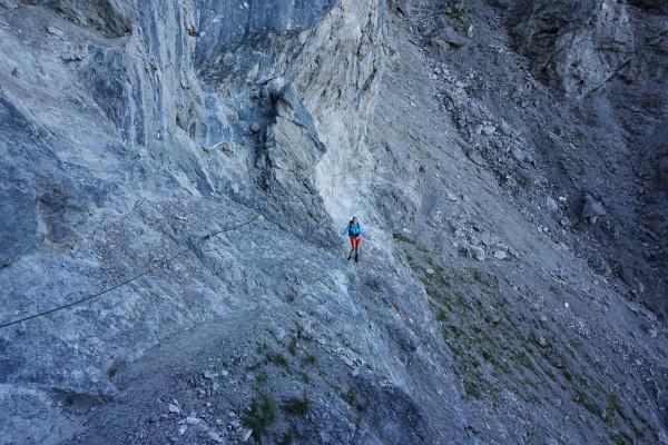 Am gut versicherten Steig von der Steinalm zur Wiechenthaler Hütte.