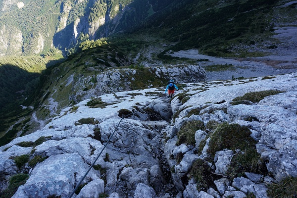 Am felsigen Saalfeldner Höhenweg. Einmal mit Drahtseilunterstützung ...