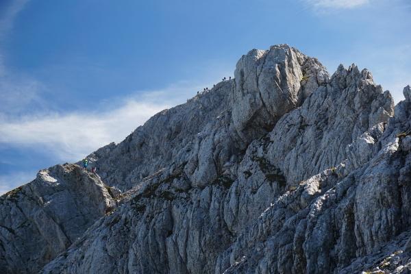 Größere Bergsteiger-Ansammlung beim Abstieg vom Mitterhorn.