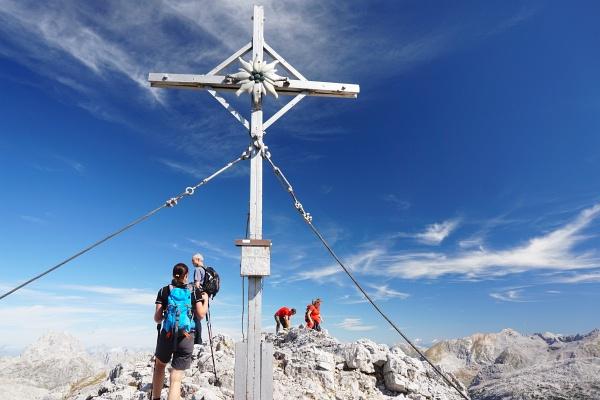Nur ganz kurz hatten wir Gesellschaft beim Gipfelkreuz am Mitterhorn. Danach waren wir ganz alleine oben.