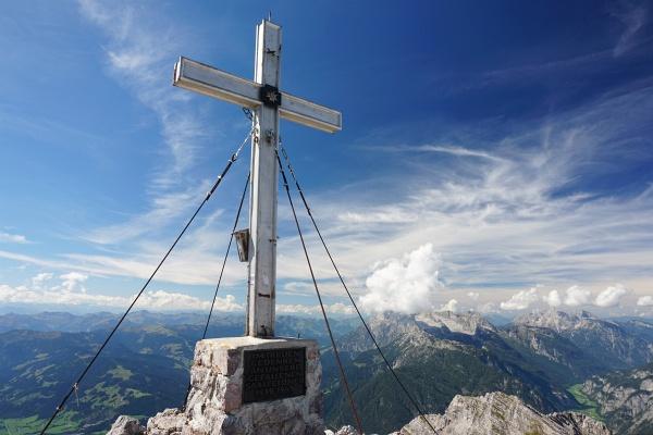 Beim Gipfelkreuz am 2.504 Meter hohen Breithorn.