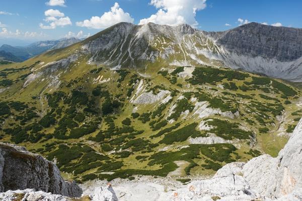 Wegloser Abstieg ins sogenannte Karl-May-Tal mit dem Goldbachl.