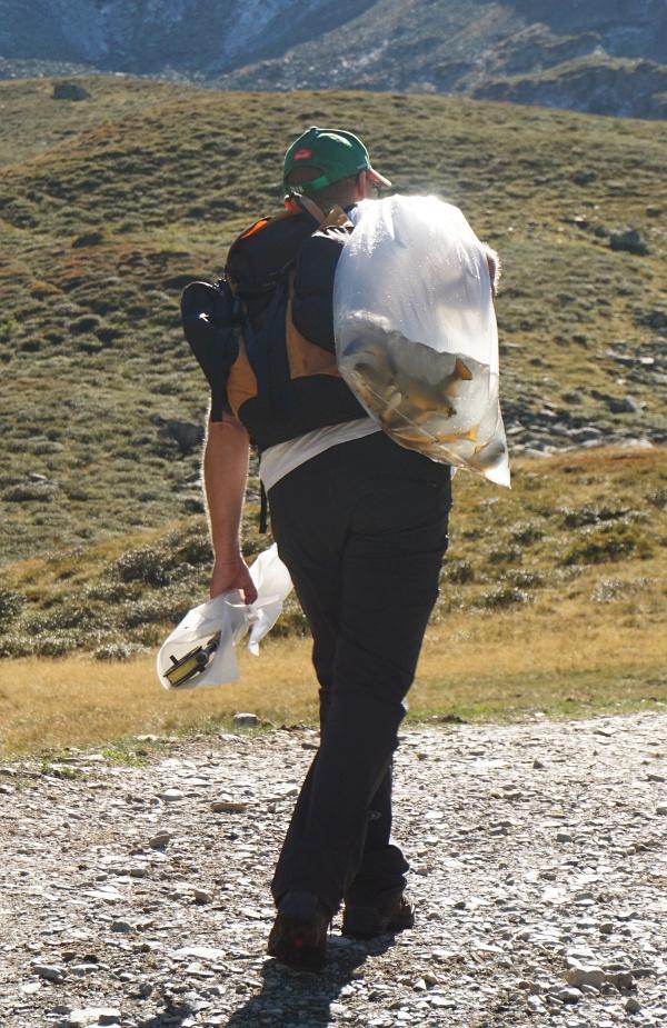 Mein Bergkamerad Martin bevorzugt auf Bergtouren im Hochgebirge frischen Fisch