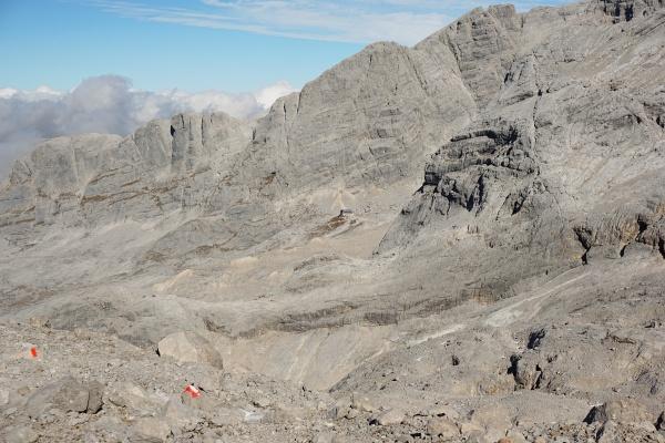 Ausblick zur Adamekhütte in Bildmitte.