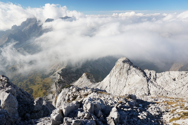 Aufziehender Nebel verhüllt den Blick zur Bischofsmütze