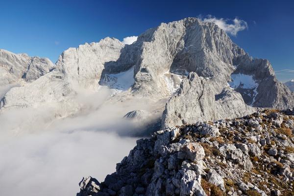 Blick über den jetzt gar nicht mehr so herausragenden Eiskarlspitz zum Torstein