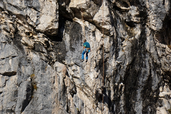 Kletterer in den Felswänden nördlich der Hofpürglhütte