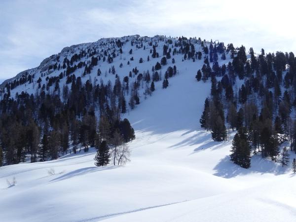 Aufstieg rechts vom Gipfel-Steilhang.