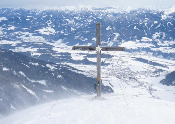 Gipfelkreuz am sturmumtosten Stoderzinken