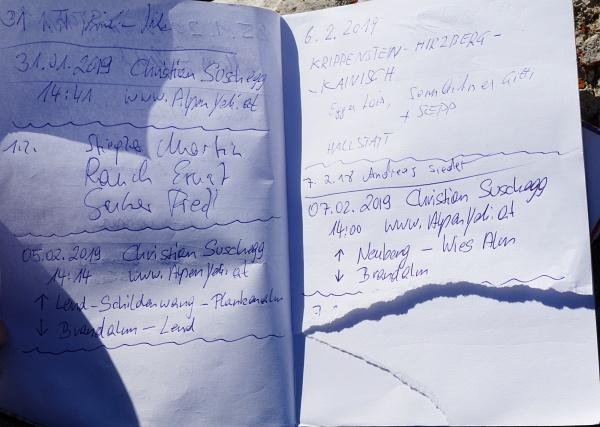 Ein Tei einer Seite wurde beim Gipfelbuch herausgerissen.