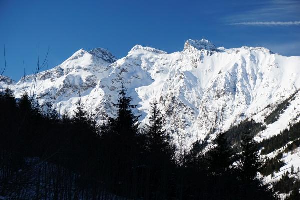 Gipfelpanorama mit der Hochwildstelle über dem Sattental