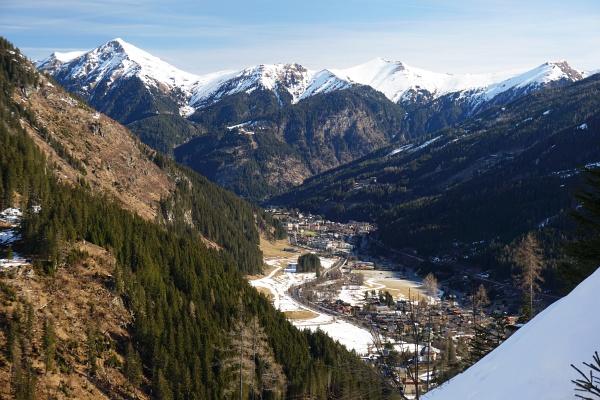 Das Throneck (mein gestriger Gipfel in Bildmitte) heute vom Gasteinertal aus gesehen.