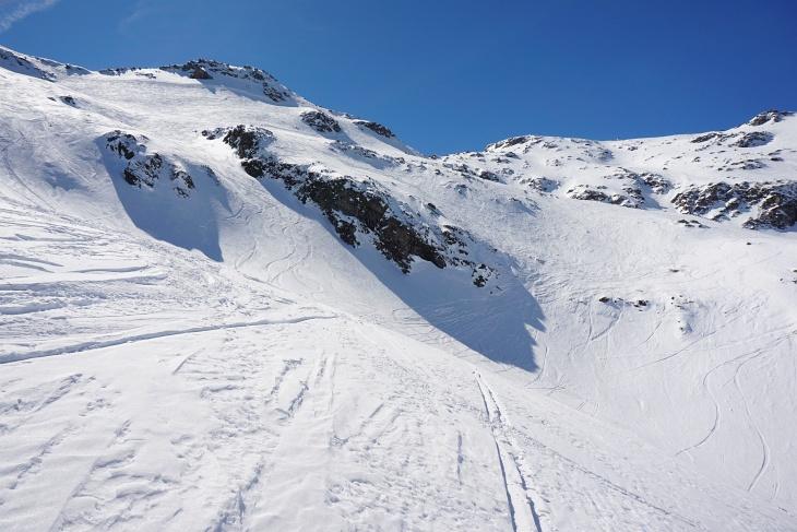 Zuletzt recht steiler Aufstieg in die Keuchenscharte (ganz links oben)