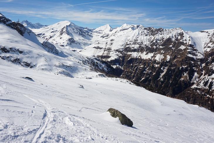 Abfahrtsgelände mit Ausblick zum Sonnblick (ganz links) , Hocharn und Ritterkopf