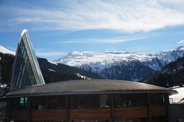 Beim Ausgangspunkt im Angertal bei der Rückkehr: Im Hintergrund das weitläufige Skitourengebiet auf den Silberpfennig.