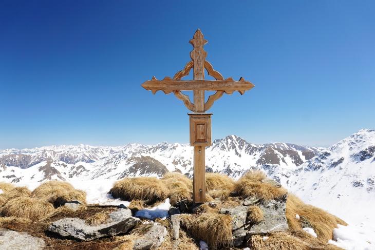 ...und anschließend zum relativ neuen Gipfelkreuz am Schafdach.