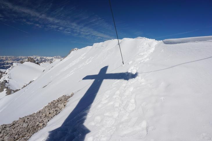 Ganz allein beim Gipfelkreuz auf der Scheichenspitze