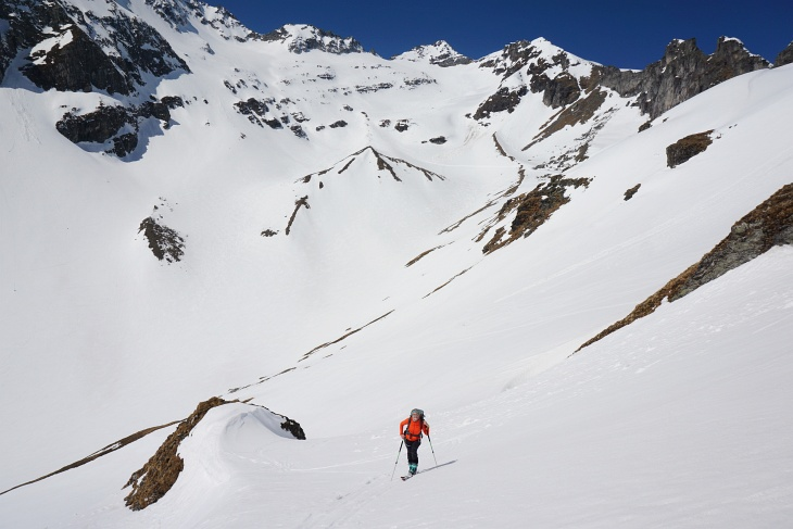 Aufstieg über das Erdige Egg. Im Hintergrund das Granatspitzkees, über welches immer wieder Tourengeher herabfuhren.