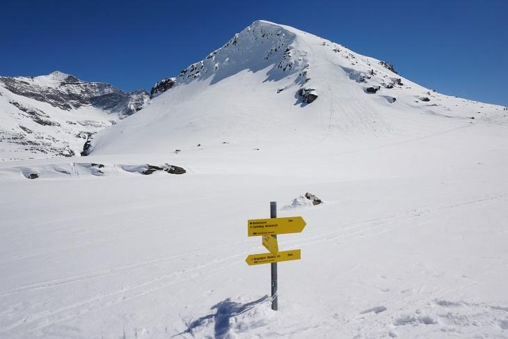 Aufstieg über die Westseite (rechts) auf den Medelzkopf