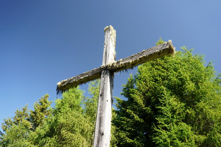 Über Almwege und durch den Wald - unterwegs treffe ich auf einige Kreuze