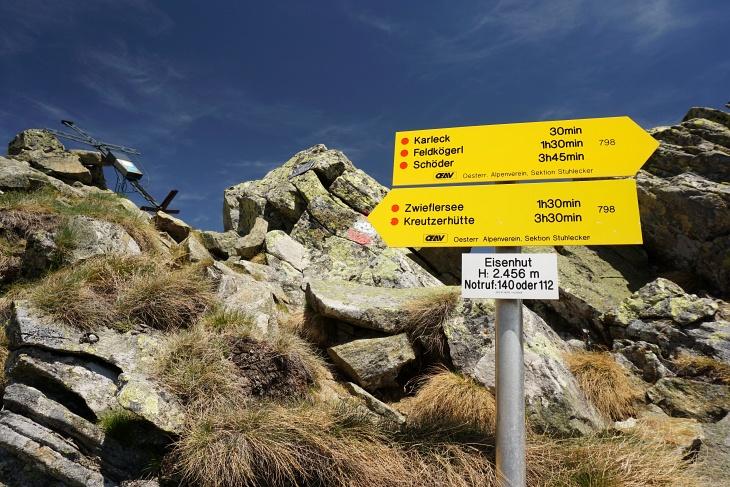Beim liegenden Gipfelkreuz am Eisenhut