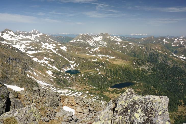 Ausblick vom Eisenhut über die Zwieflerseen zum Deneck