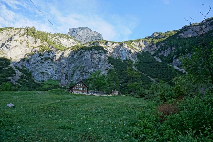 Aufstieg zur Silberkarhütte - rechts darüber das weitere Aufstiegsgelände