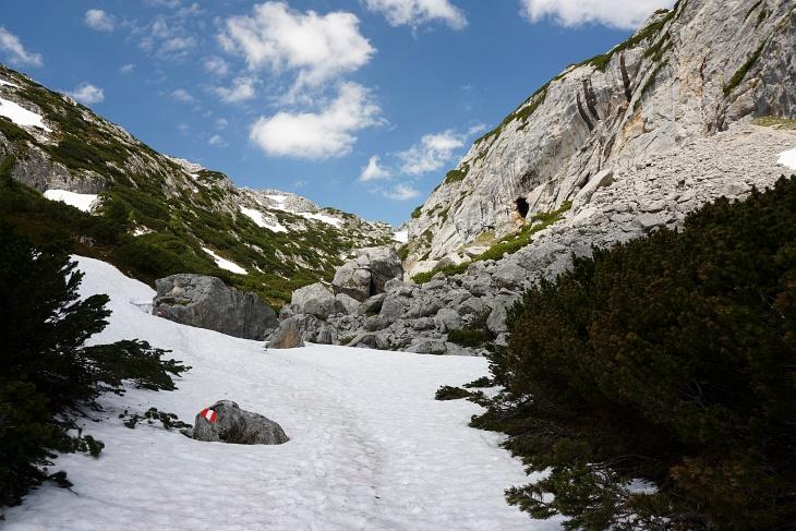 Aufstieg im teilweise schneebedeckten Seetal bei noch guten Wetterbedingungen