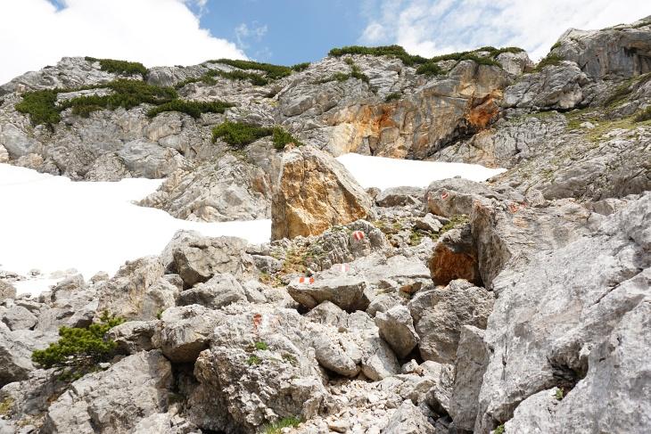 Felsen und Schnee im Seetal