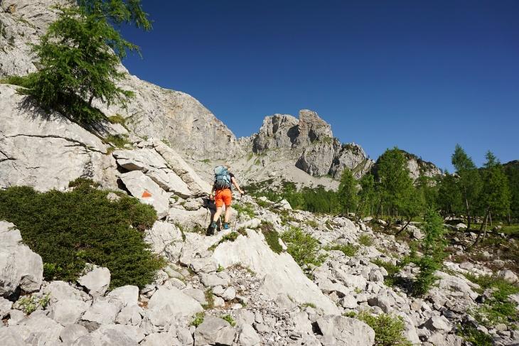 Unterwegs zu der markanten Scharte (rechts oberhalb von Ingrid), die uns auf den Gipfel leiten wird.